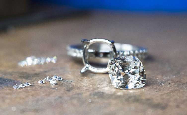 4 CARAT CUSHION BRILLIANT DIAMOND IN PRODUCTION
